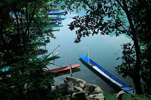 Discover the largest freshwater lake in Vietnam 3
