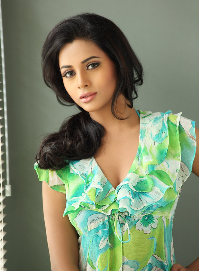 Suza latest hot photos