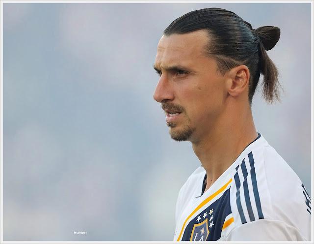 gaya rambut kuncir pemain bola yang keren