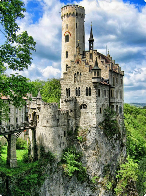 Fairy Tale Lichetenstein Castle in Germany | A Cup of T