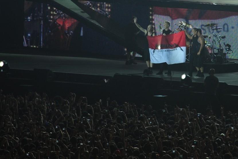 Polda Janji Akan Usut Bendera Indonesia Bertuliskan 'Kita Indonesia' dan 'Metallica'