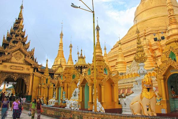 Capillas y santuarios en la Pagoda Shwedagon
