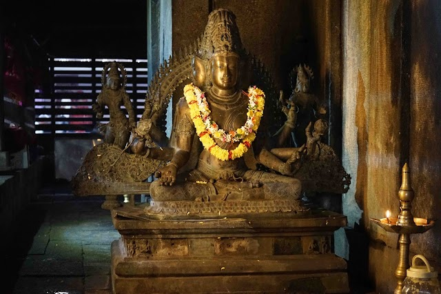 Hathayogic Bandhas and Mudras of the Amritasiddhi