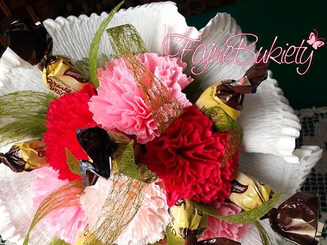 słodki bukiet z papierowych kwiatów