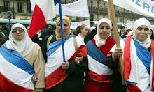 Jangan Sentuh Hijab Saya! Perempuan Muslim Perancis Tolak Rencana Larangan Berhijab