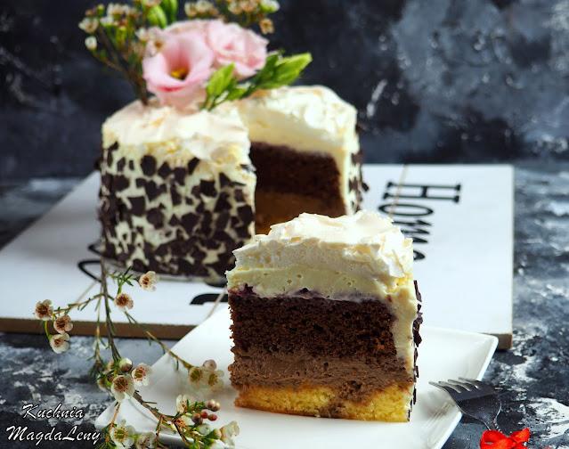 Tort z masą z białej czekolady i bezą