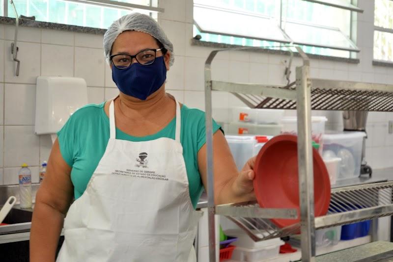 Governo de Sergipe abre 1.817 vagas para merendeiras, executores de serviços básicos e vigilantes