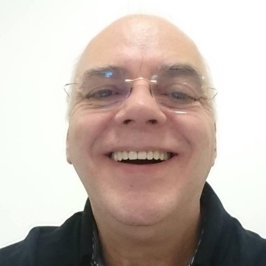 Com esse sorriso irradiante Edison Pugaciov se despede e foi morar com o pai celestial. Profissional da área contábil e Pastor Evangélico, neste dia (02/07), ele faleceu em razão de um infarto. Deixa esposa, uma filha e uma neta.