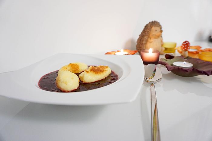 Gebratene Grießnockerl mit Zwetschken-Kompott