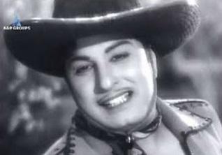 En Kannanukkethanai kovilo | MGR, Savithri | Vettaikaran movie song