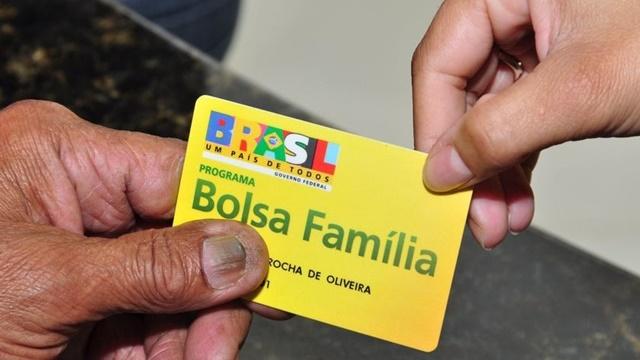 Congresso pressiona Bolsonaro a acelerar ampliação do Bolsa Família