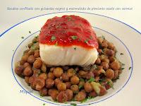 Bacalao confitado y mermelada de pimiento rojo asado con vermut y hierbas Provenzales sobre guisantes negros
