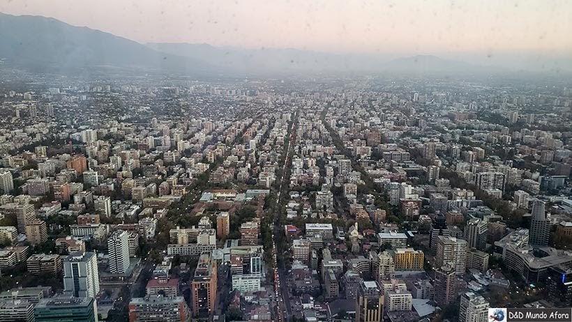 Santiago vista do Sky Costanera: maior prédio da América Latina  no Chile