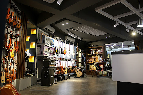 HI VOLTS THE BEST GUITAR SHOP IN ISLAMABAD