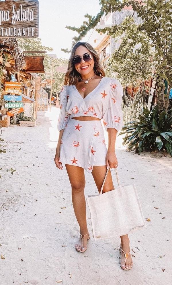 conjunto short  e blusa branco com estampa de estrela do mar