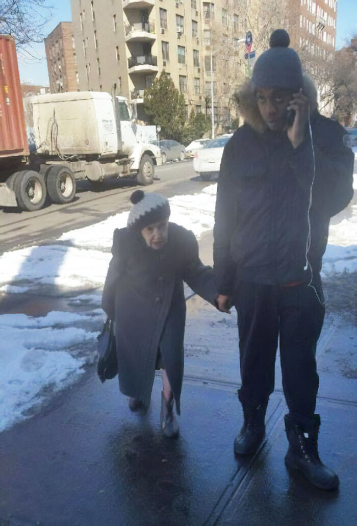 24 Heart-Warming Pictures Of Moments Of Kindness In The US That Restored Our Faith In Humanity
