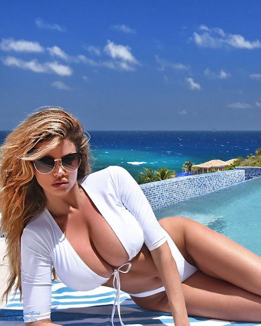Dana Hamm Hot & Sexy Pics