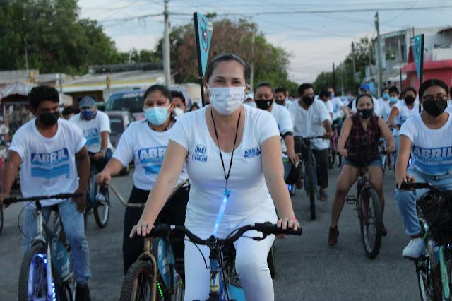 """Abril Ferreyro sale a """"montar bicicleta"""" por el II Distrito"""
