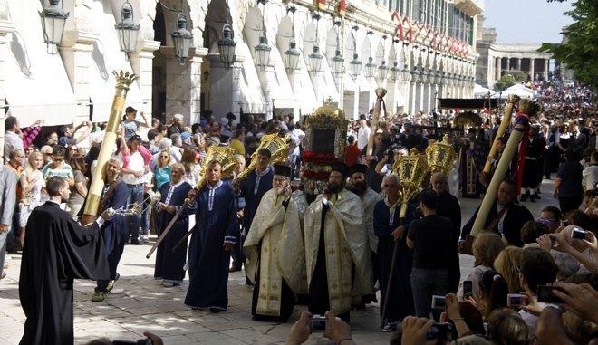 Γιατί ο επιτάφιος με την περιφορά του Αγίου Σπυρίδωνα στην Κέρκυρα γίνεται το Μ. Σάββατο;