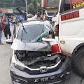 Laka Exit Tol Bawen, Truk Rem Blong - Tabrak Honda Brio Hingga Terseret 150 Meter