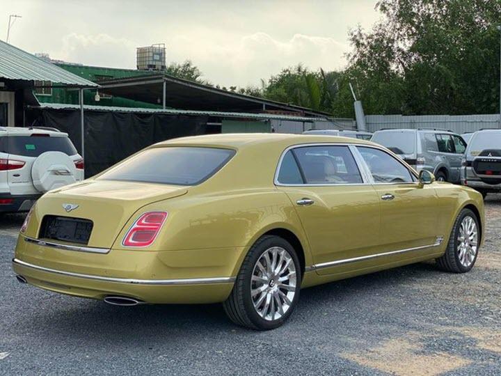 Bentley Mulsanne EWB màu vàng lạ mắt cập bến Việt Nam