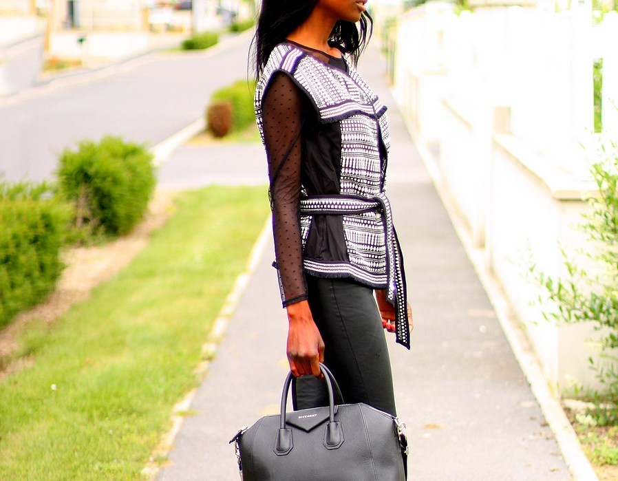 gilet-boheme-broderies-sac-givenchy-antigona-blog-mode