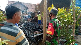 Dapur Rumah Warga Terbakar Babinsa Koramil 05/Mayong Bergegas Tinjau Lokasi Kejadian