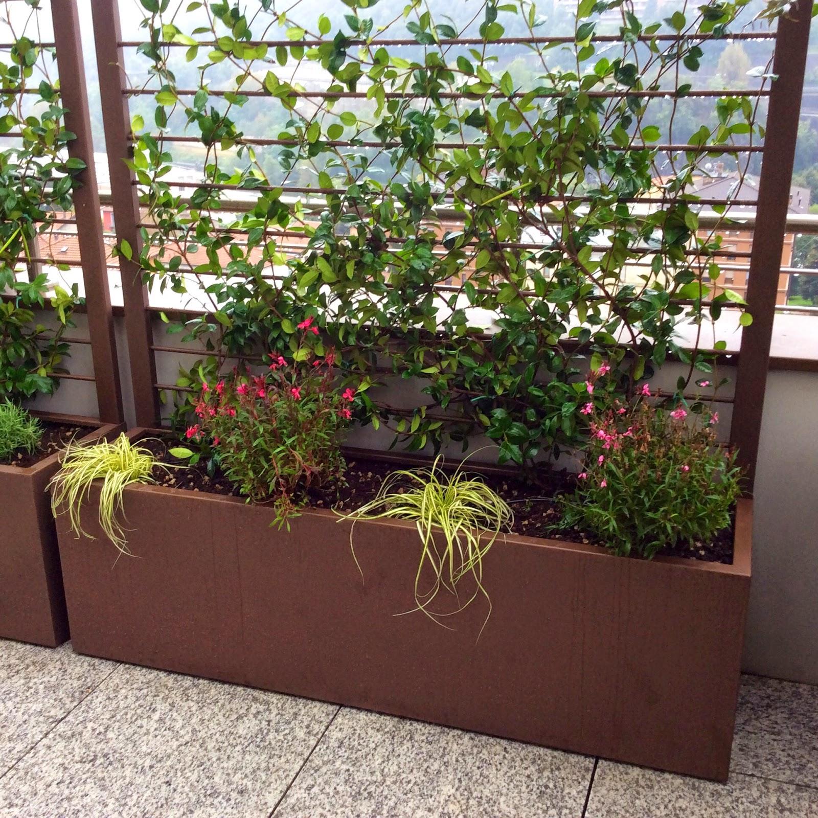 Martin design ita arredo per terrazzi con fioriere su misura for Fioriera con spalliera plastica