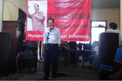 """Sri Bintang Usir Polisi tak Diundang yang Datang ke Acaranya, """"Anda Ingin Membangun Negara Komunis?!"""""""