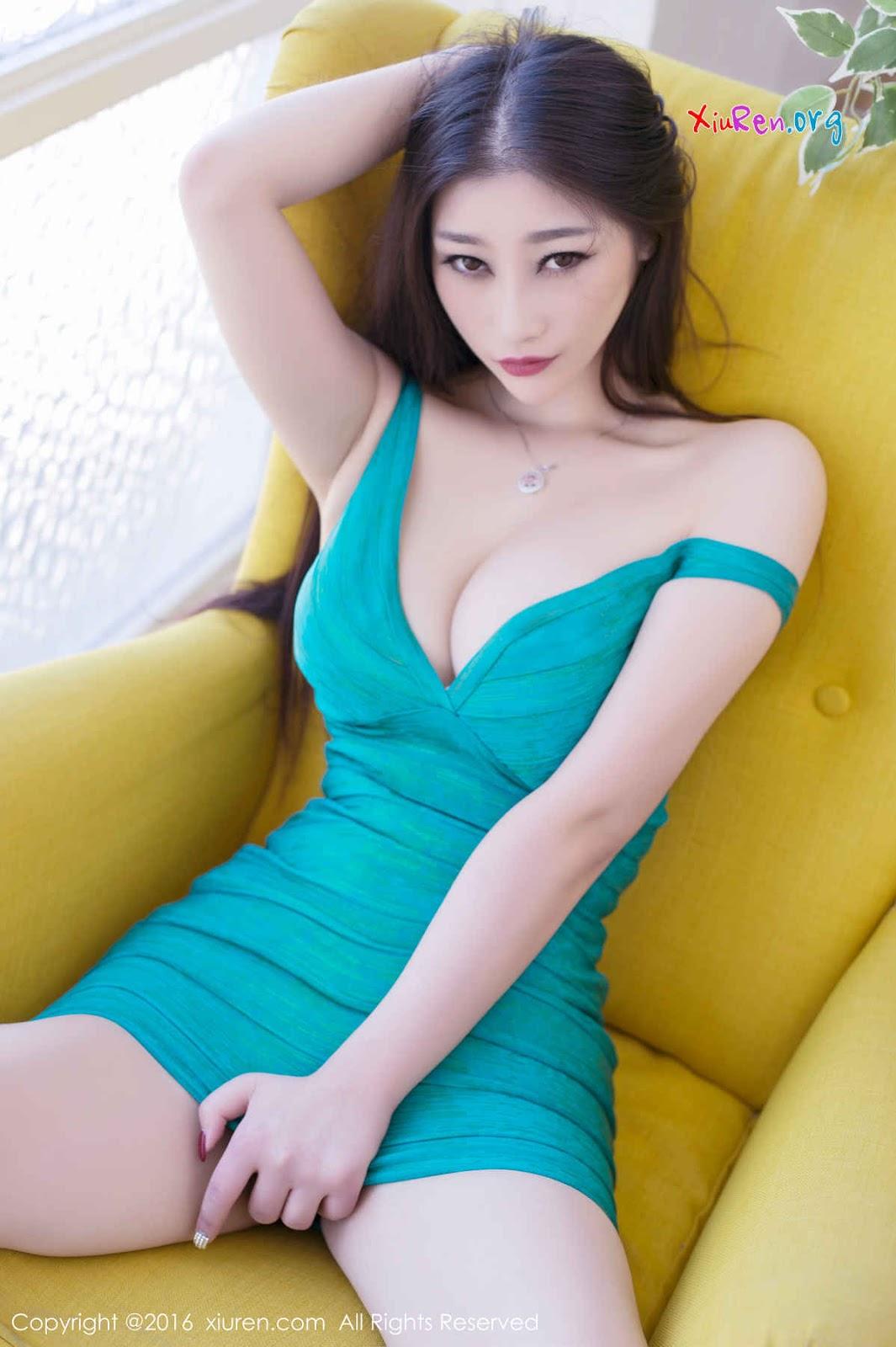 Bộ ngực của em gái xinh này phải mấy chục cân mất