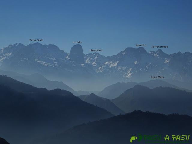 Vista del Macizo Central de Picos de Europa desde el Pico Paisanu