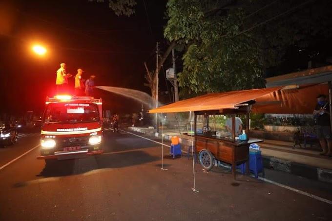 Razia Serentak, Mobil Pemadam Kota Madiun Semprot Warga Yang Masih Berkerumun