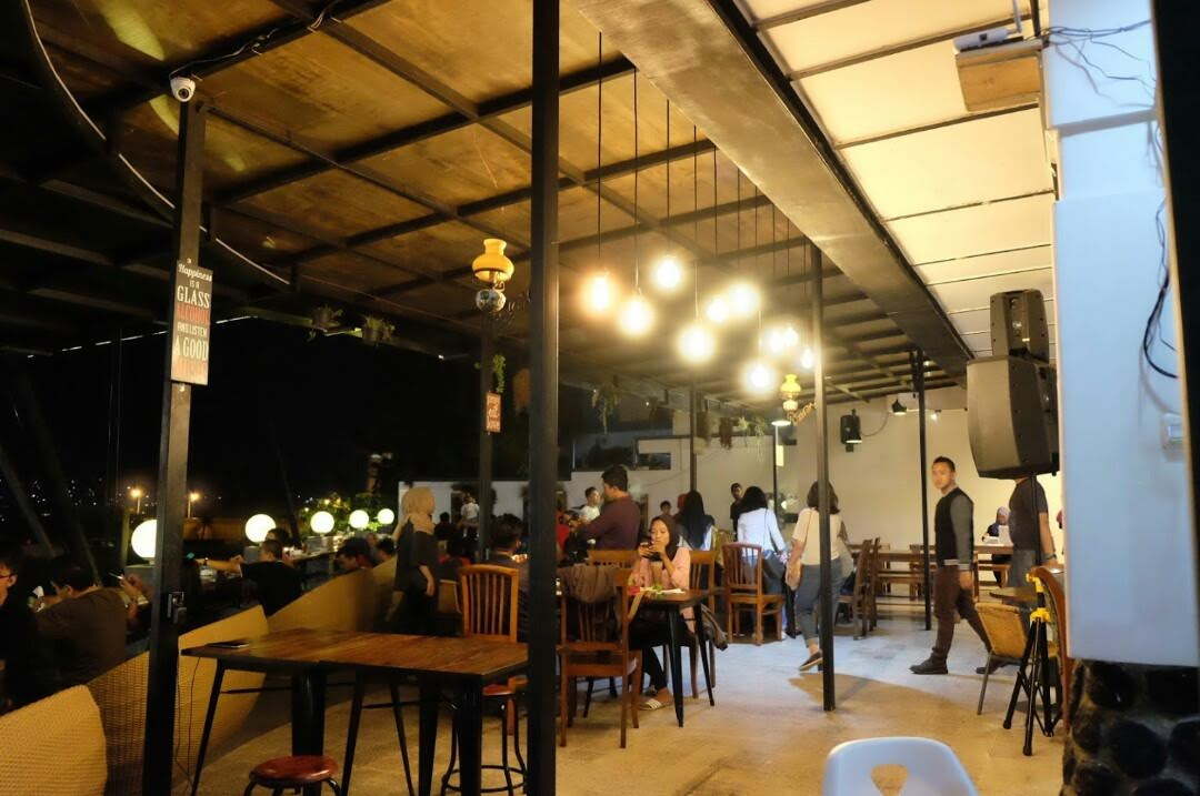 Pupuk Bawang Cafe & Dining tempat yang tepat untuk Refreshing