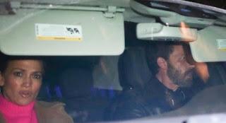 Ben Affleck e Jennifer Lopez são vistos juntinhos em jantar romântico