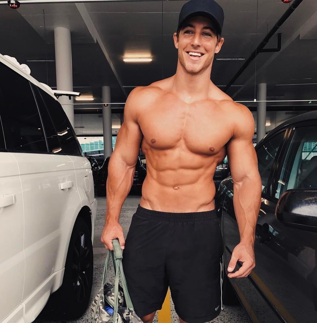 shirtless-muscle-pecs-hunk-smiling
