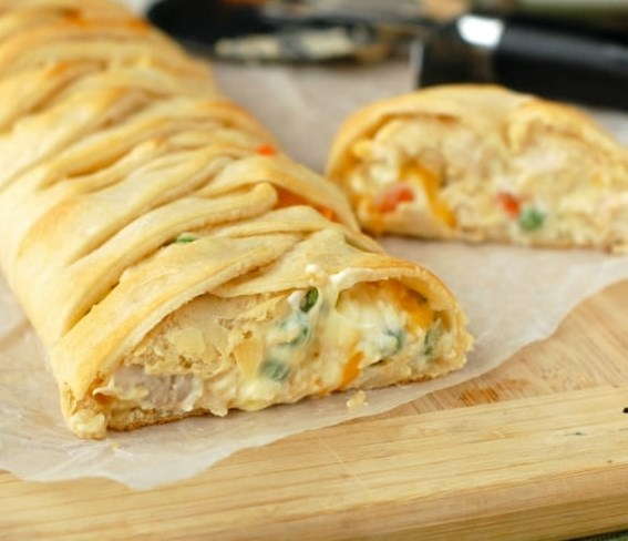 CHICKEN POT PIE CRESCENT BRAID #dinner #appetizers