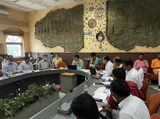मंत्री ने जिले के विद्युत विभाग के अधिकारियों की ली समीक्षा बैठक