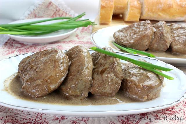 Solomillo de cerdo en salsa de ajo negro. Julia y sus recetas