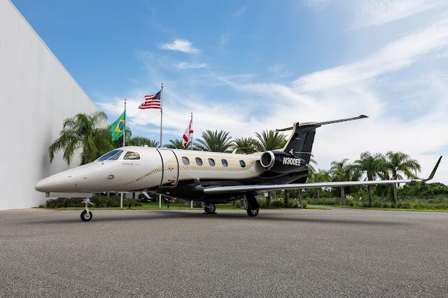 Embraer (EMBR3) entrega primeiro Phenom 300E com novo interior Bossa Nova para o Cofundador do PALS   É MAIS QUE VOAR