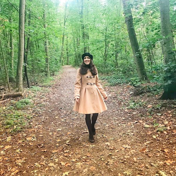Style: Herbst Outfit mit camelfarbenen Duffle Coat, Rollkragenpullover und Baskenmütze