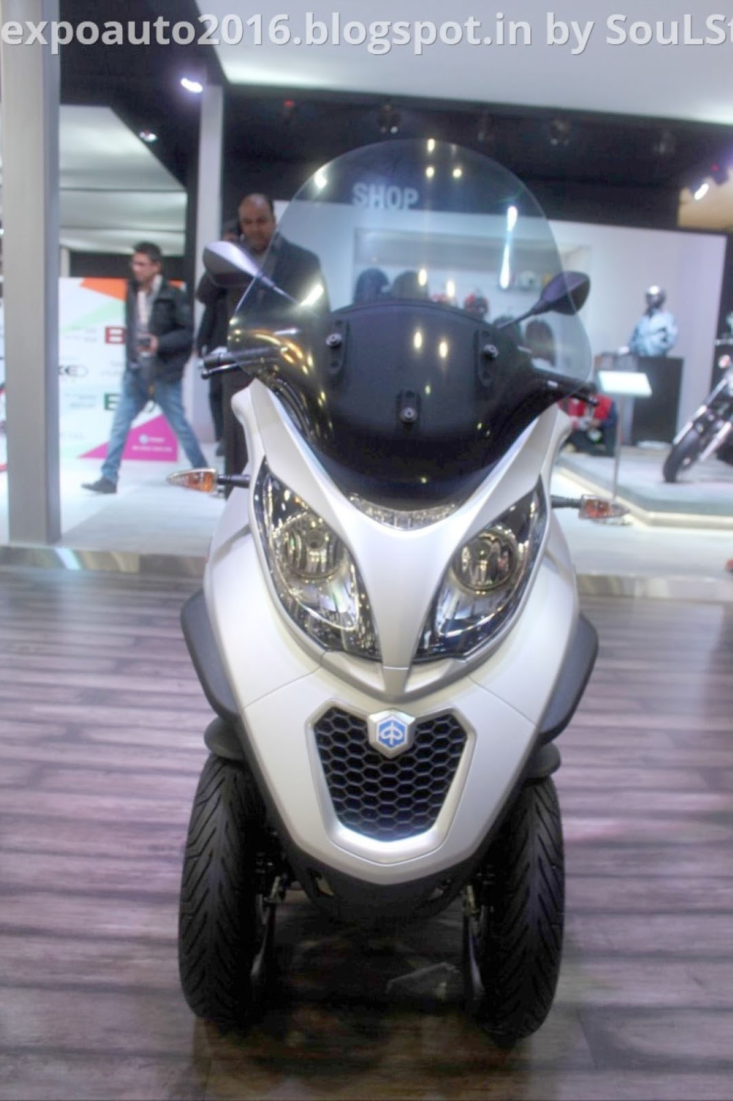 auto expo 2016 by soulsteer piaggio mp3 300 lt sport abs tilting three wheeled scooter on. Black Bedroom Furniture Sets. Home Design Ideas