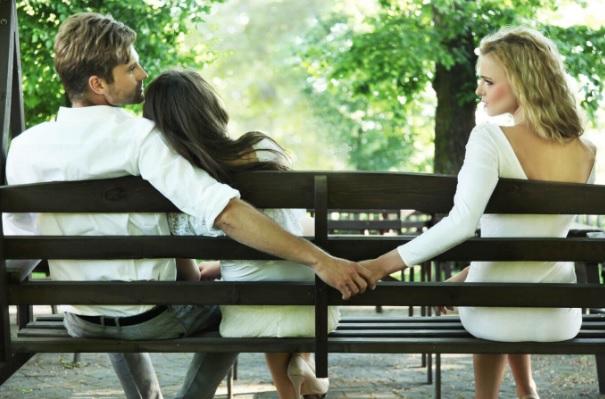 10 shenjat e Tradhtarë(e)ve Bashkëshortorë