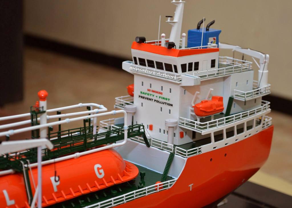 foto gambar miniatur kapal gas lpg tanker gas arar milik pertamina terbaru