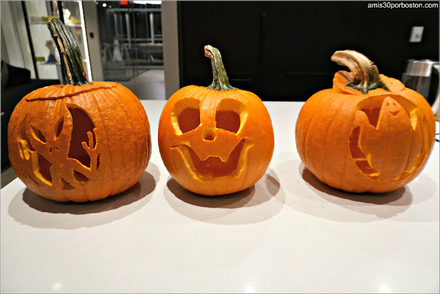 Tallando Calabazas con Amigas para Halloween