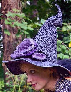 http://translate.googleusercontent.com/translate_c?depth=1&hl=es&rurl=translate.google.es&sl=ru&tl=es&u=http://www.sew4home.com/projects/fabric-art-accents/dead-roses-witch-hat&usg=ALkJrhhWYquAlx1UIWCCrnietHv6e2uznQ