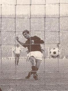 Bulgarelli su rigore al Catania, 1970.