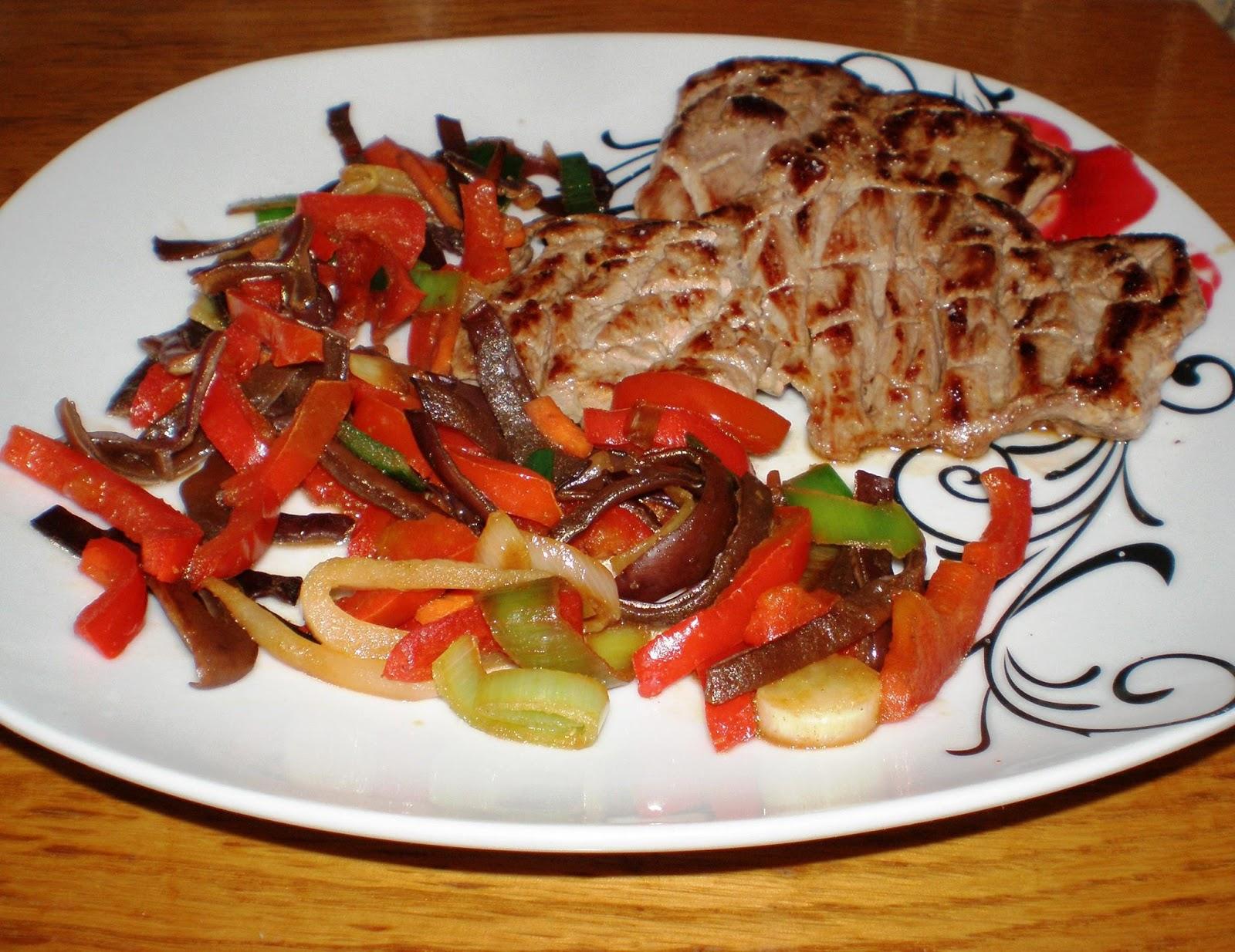 Mușchiuleț fript, legume și ciuperci Mun