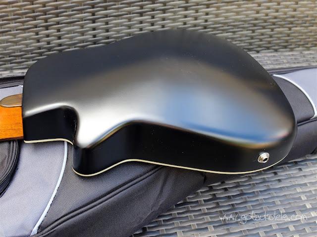 Clearwater roundback baritone ukulele back
