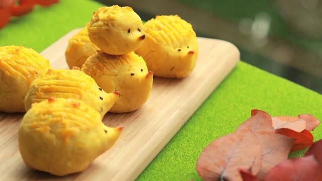 Đây là món ăn ưa thích của phụ nữ Nhật vào mùa thu. Với nguyên liệu dễ kiếm và cách chế biến đơn giản, khoai lang nghiền khiến cả những vị khách khó tính nhất phải ngả mũ. Bạn chỉ cần luộc chín khoai lang sau đó nghiền nhuyễn, trộn đường, bơ, sữa rồi đem nướng chín.