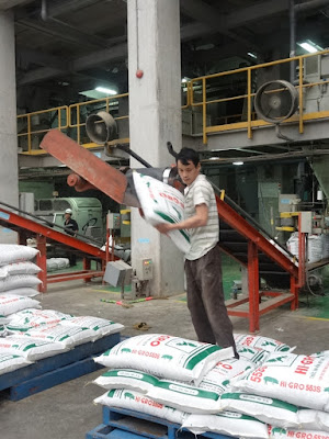 Sản xuất TĂCN ở Công ty C.P Việt Nam
